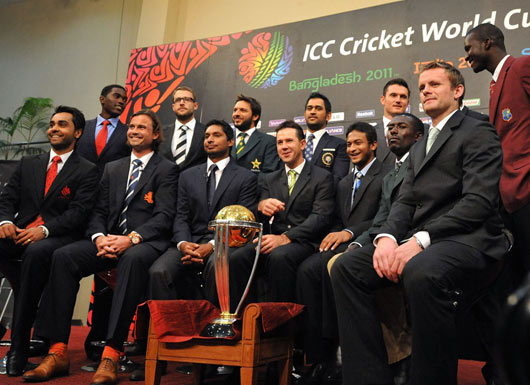 The fourteen captains pose with the World Cup2, Dhaka, February 17