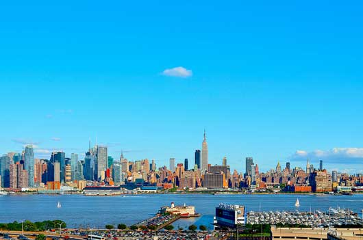 cityscape photography: a lone cloud over new york city